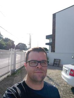 Selfie externa contra luz