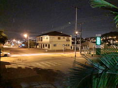 Câmera traseira do Motorola One Action - foto noturna