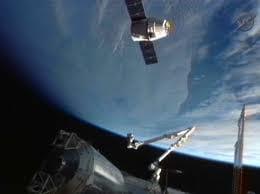 Nave Dragon chega à ISS