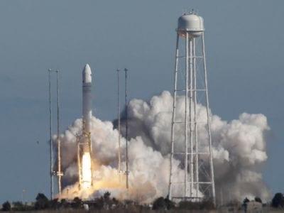 Orbital Sciences Corporation realiza sua primeira missão ao espaço com foguete Antares