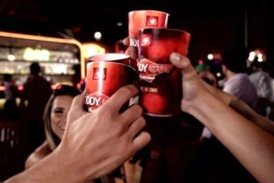 Copo inteligente da Budweiser faz novos amigos no Facebook