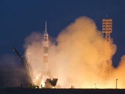 Astronautas da NASA pegarão carona com russos