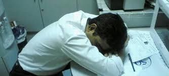 Funcionário adormece durante o expediente e transfere milhões de euros de uma conta