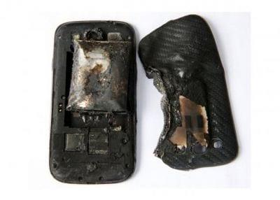 Celular de jovem explode em seu bolso durante o trabalho