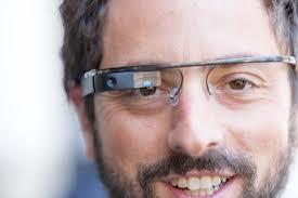 Tecladista da banda Bom Jovi usa Google Glass durante o show