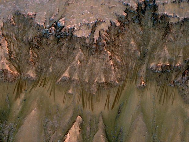 Novas imagens reforçam existência de água em Marte