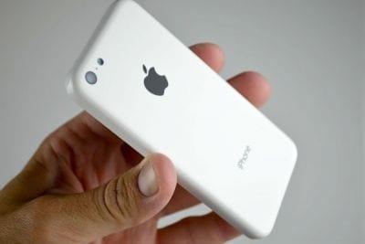 Imagem do iPhone 5C sendo testado é publicada na internet