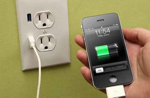 É verdade que carregar o celular via USB demora mais que na tomada?