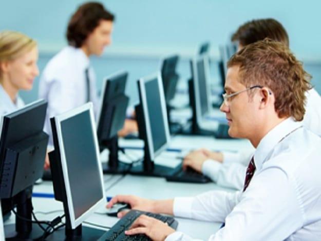 empresa de tecnologia tem 913 trabalhadores sem registro