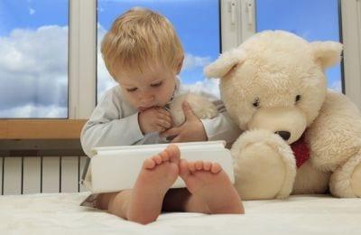 Nos EUA, 38% das crianças de 2 anos já usam smartphones ou tablets