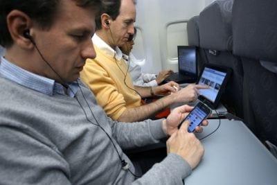 Anac diz que no Brasil também será permitido uso de eletrônicos durante voo