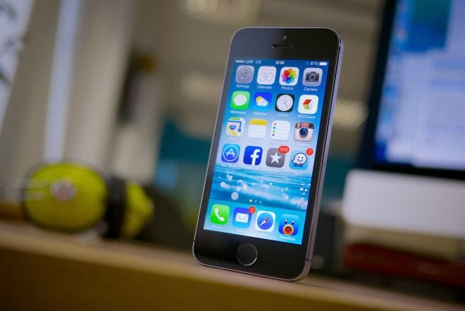 iPhones 5S e 5C começam a ser vendidos no Brasil por até R$ 3.599