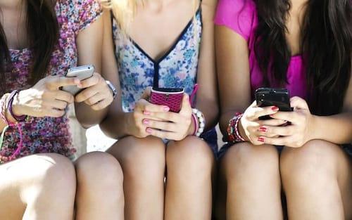 Jovens brasileiros estão trocando Facebook por WhatsApp, Snapchat e outros