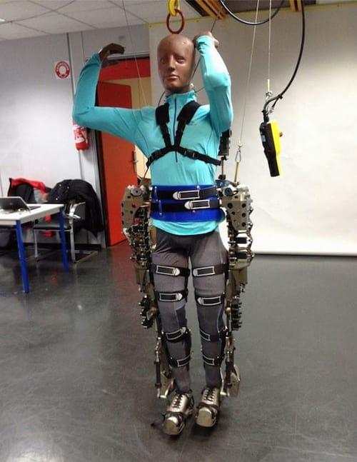 Cientista brasileiro divulga fotos do exoesqueleto