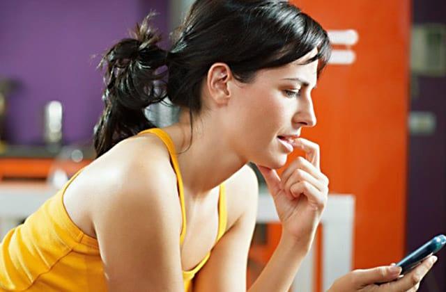 Pessoas que ignoram notificações do celular são mais calmas, diz estudo