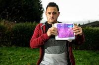 Rapaz que comprou foto do Xbox One pelo eBay ganha console de loja