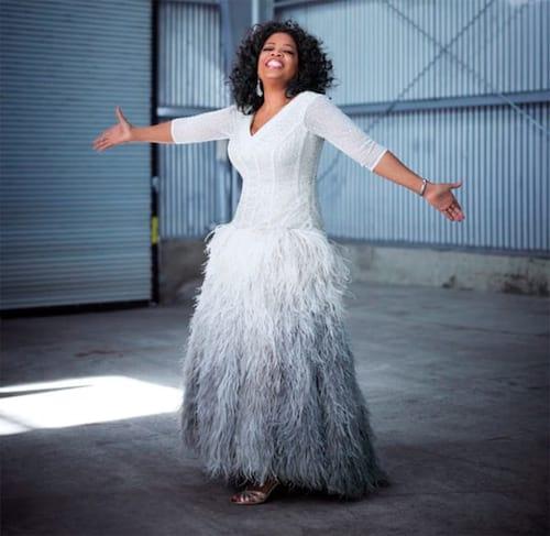 Fã pede vestido de Oprah pelo Twitter e recebe peça