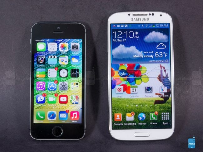 iPhone 5S e Galaxy S4 (Phone Arena)