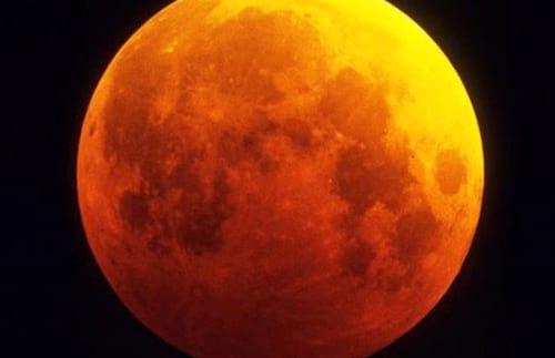 Eclipse lunar poderá ser visto na madrugada de amanhã