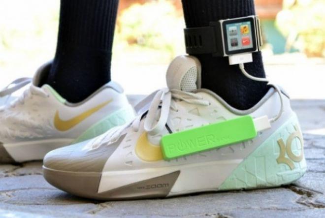 9704bdf3d48 Jovem cria tênis capaz de recarregar celulares