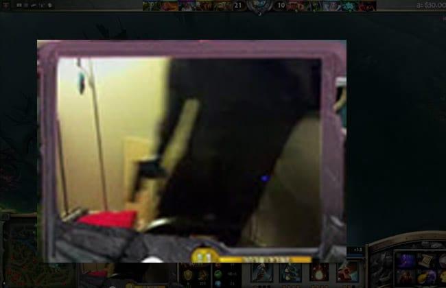 Jovem é salva de assalto após cenas aparecerem em jogo online