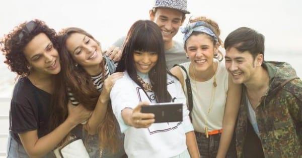Sony revela smartphone próprio para tirar selfies