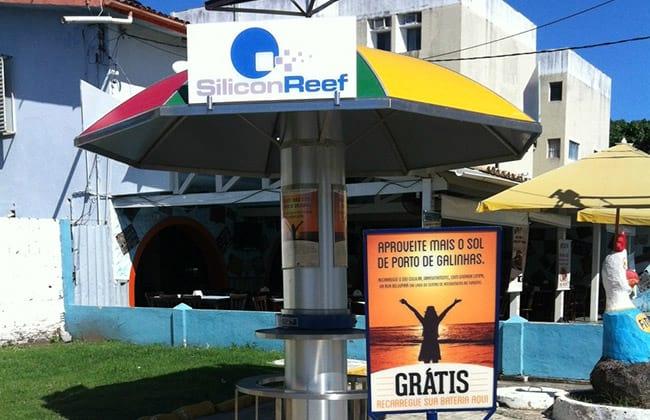 Estação para carregar celular com energia solar
