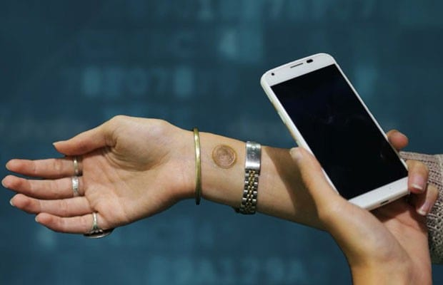 Tatuagem do Google destrava tela inicial de celular