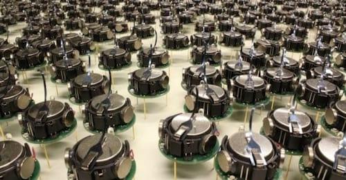 Robozinhos trabalham juntos em teste científico