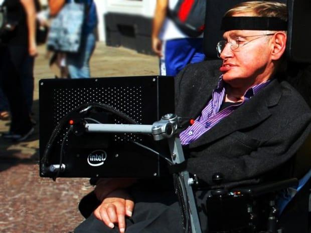 Stephen Hawking e Intel desenvolvem cadeira de rodas inteligente