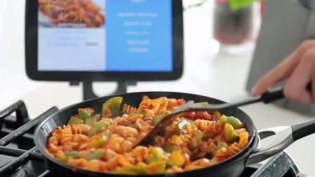 Panela inteligente ajuda quem não sabe cozinhar