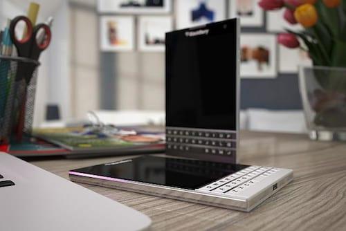 Novo smartphone da BlackBerry é quadrado e com tela de 4,5 polegadas