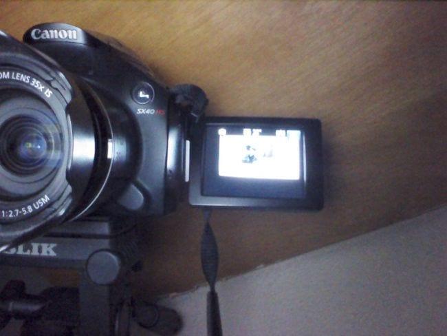 """Câmera frontal com o """"flash""""."""