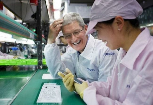 Tim Cook na fábrica da Foxcoon.