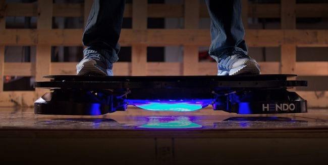 Empresa norte-americana cria skate voador, ao estilo De Volta Para o Futuro