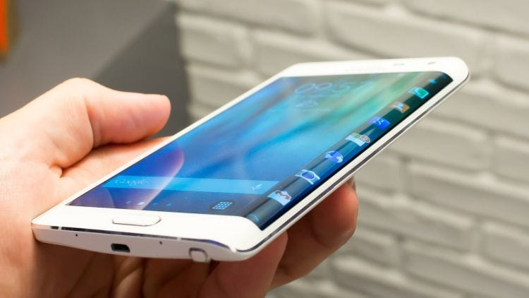 Galaxy Note Edge com tela flexível.