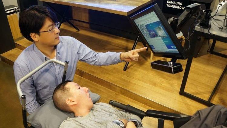 Samsung revela aparelho capaz de comandar um computador com o olhar