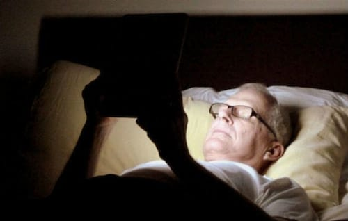 Ler em tablets antes de dormir é prejudicial ao sono