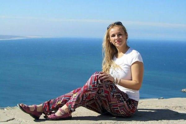Russa morre eletrocutada ao deixar iPhone cair na banheira