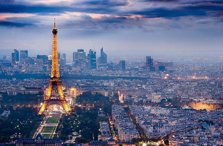 Drones misteriosos são vistos sobrevoando Paris