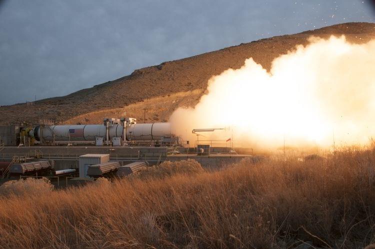 NASA realiza teste com super foguete