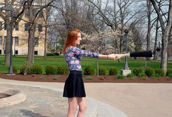 Artistas criam a evolução do pau de selfie
