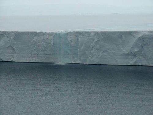 NASA divulga estudo sobre uma das principais plataformas de gelo da Antártida
