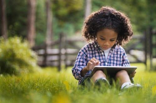 Tecnologia como estímulo de crianças bilíngues