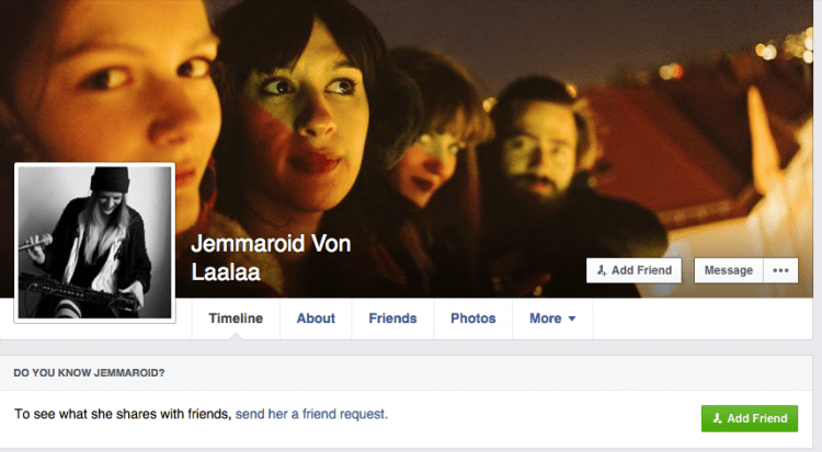 Britânica tem conta bloqueada no Facebook por usar nome falso