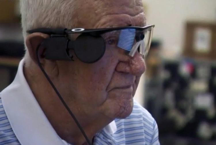 Olho biônico é implantado em idoso na Inglaterra