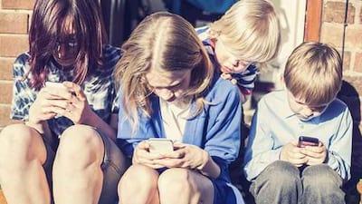 A maioria dos jovens usa o celular para acessar a Internet