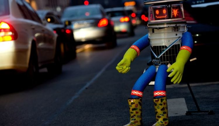 Vândalos destroem HitchBOT, o robô mochileiro