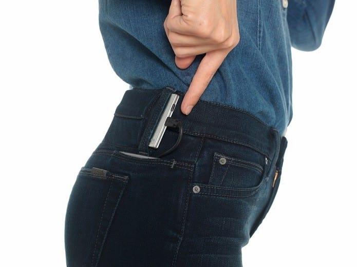 Smart Jeans pode recarregar celular em qualquer lugar