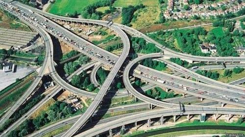 Inglaterra contará com estradas que recarregam carros elétricos